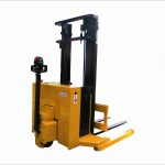 EJB 15 / 17 - Electric pedestrian operated straddle Stacker