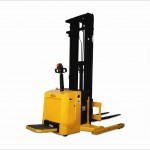 ERB 15 / 17 / 20 - Electric operated stand-on straddle Stacker